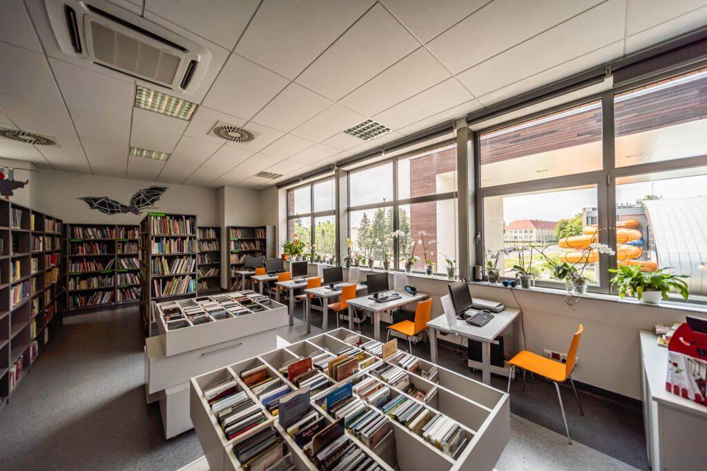 SesjSesje fotograficzne architektury - Sesje fotograficzne architektury - Biblioteka w Suchym Lesie - Impatientstudio.pl-1